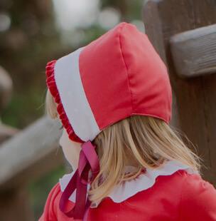 capota roja niña
