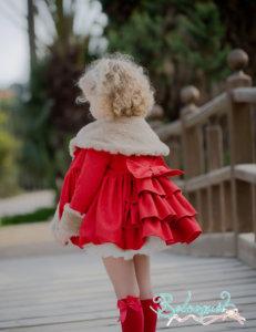 abrigo-rojo-volantes-nina